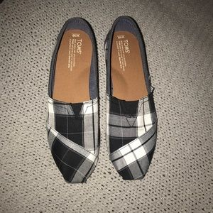 7f826b2d141 Toms Shoes - Wide with toms